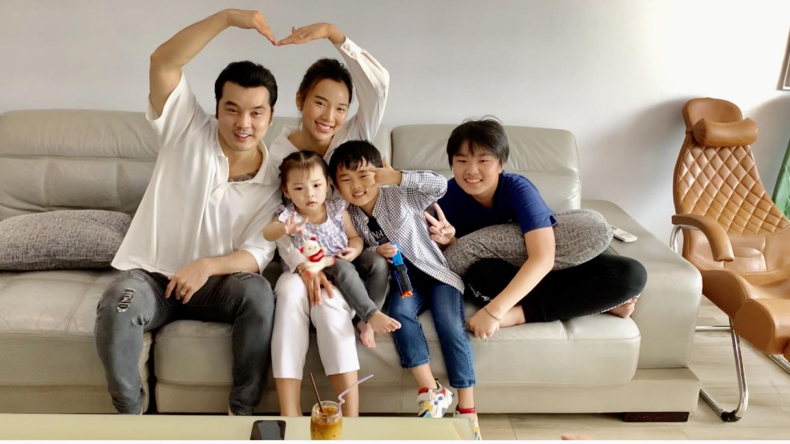 """Ưng Hoàng Phúc – Kim Cương bận rộn với bộ ba """"thế lực nhí"""" trong """"Ở nhà vui mà"""""""