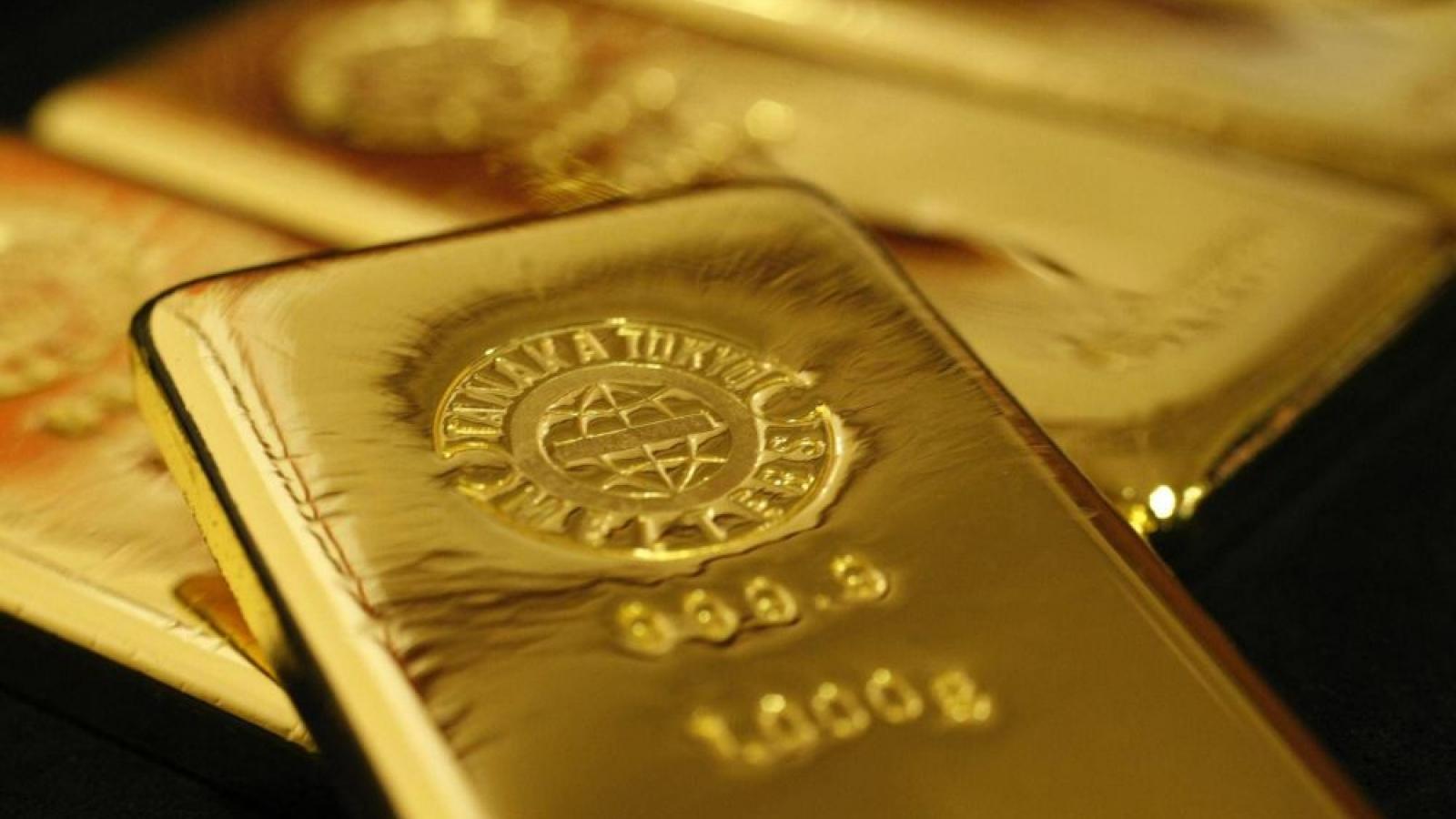 Giá bán vàng SJC cao hơn vàng thế giới gần 9,4 triệu đồng/lượng