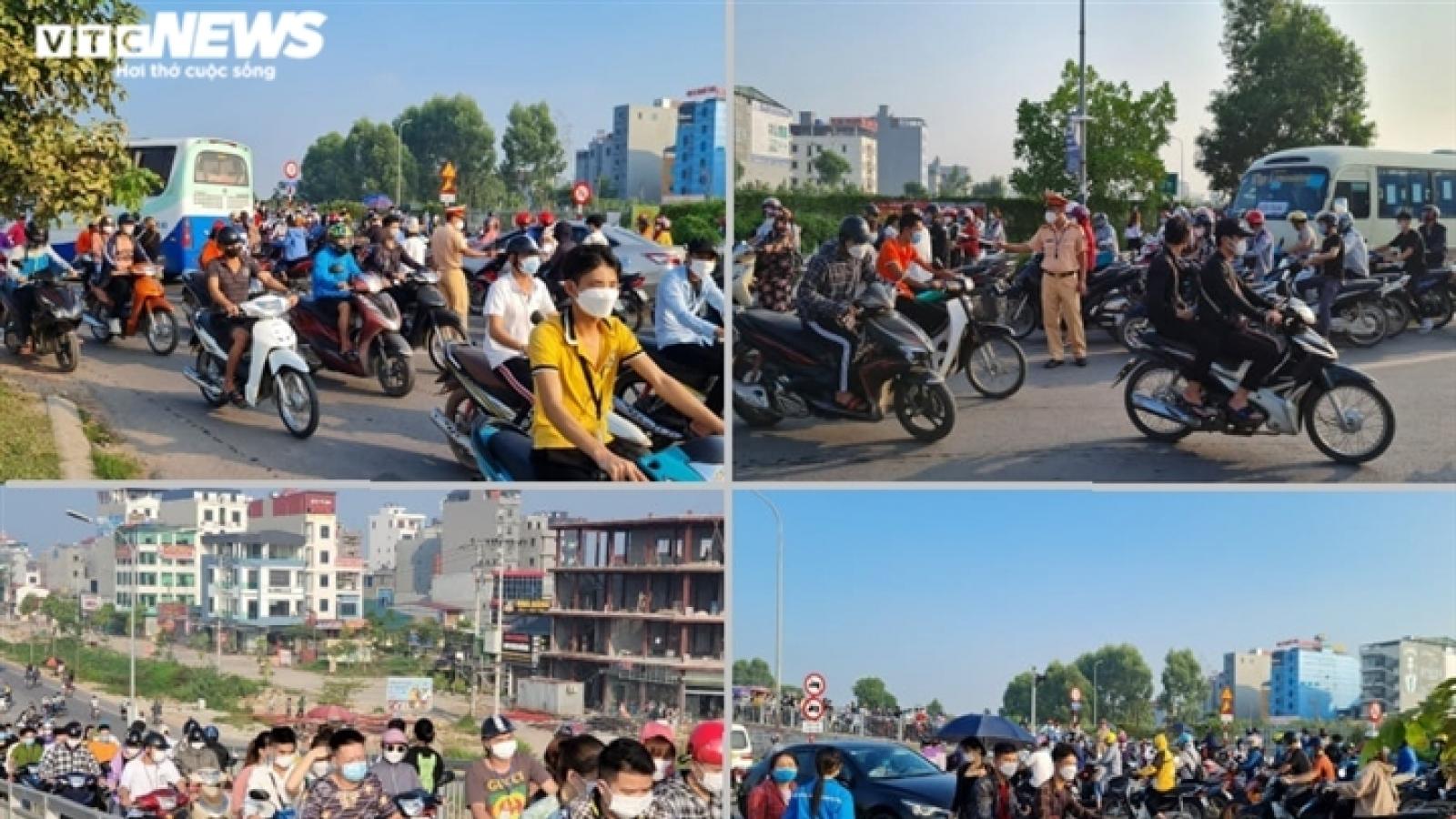 Giao thông hỗn loạn mạnh ai nấy đi ở đường gom cao tốc Hà Nội-Bắc Giang