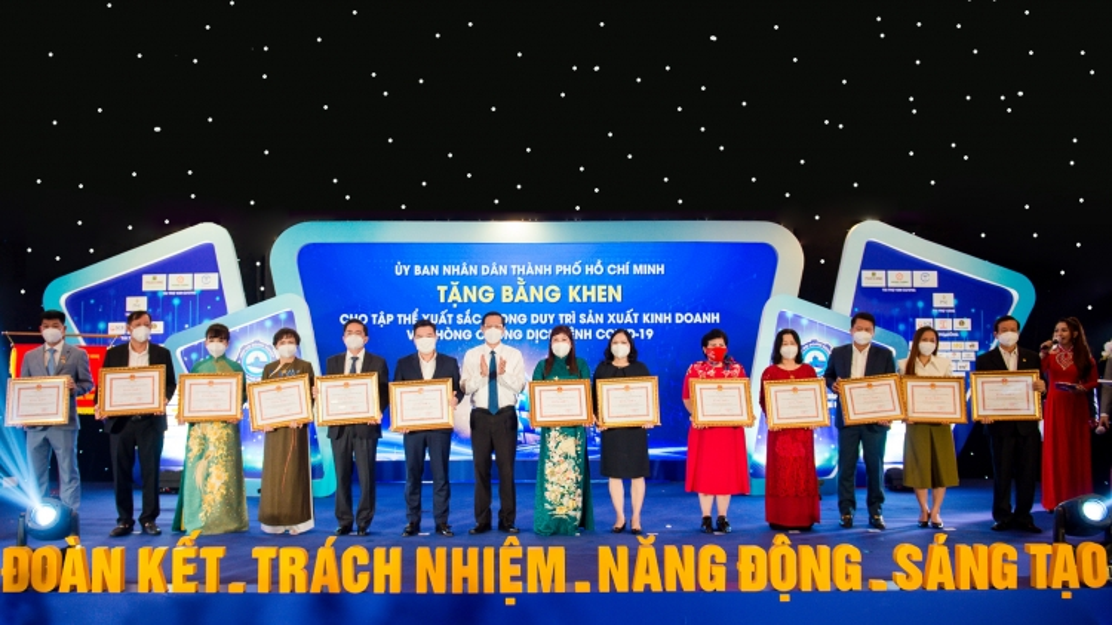 Tập đoàn Hưng Thịnhnhận bằng khen của TP.HCM vềduy trì sản xuất và phòng chống Covid-19