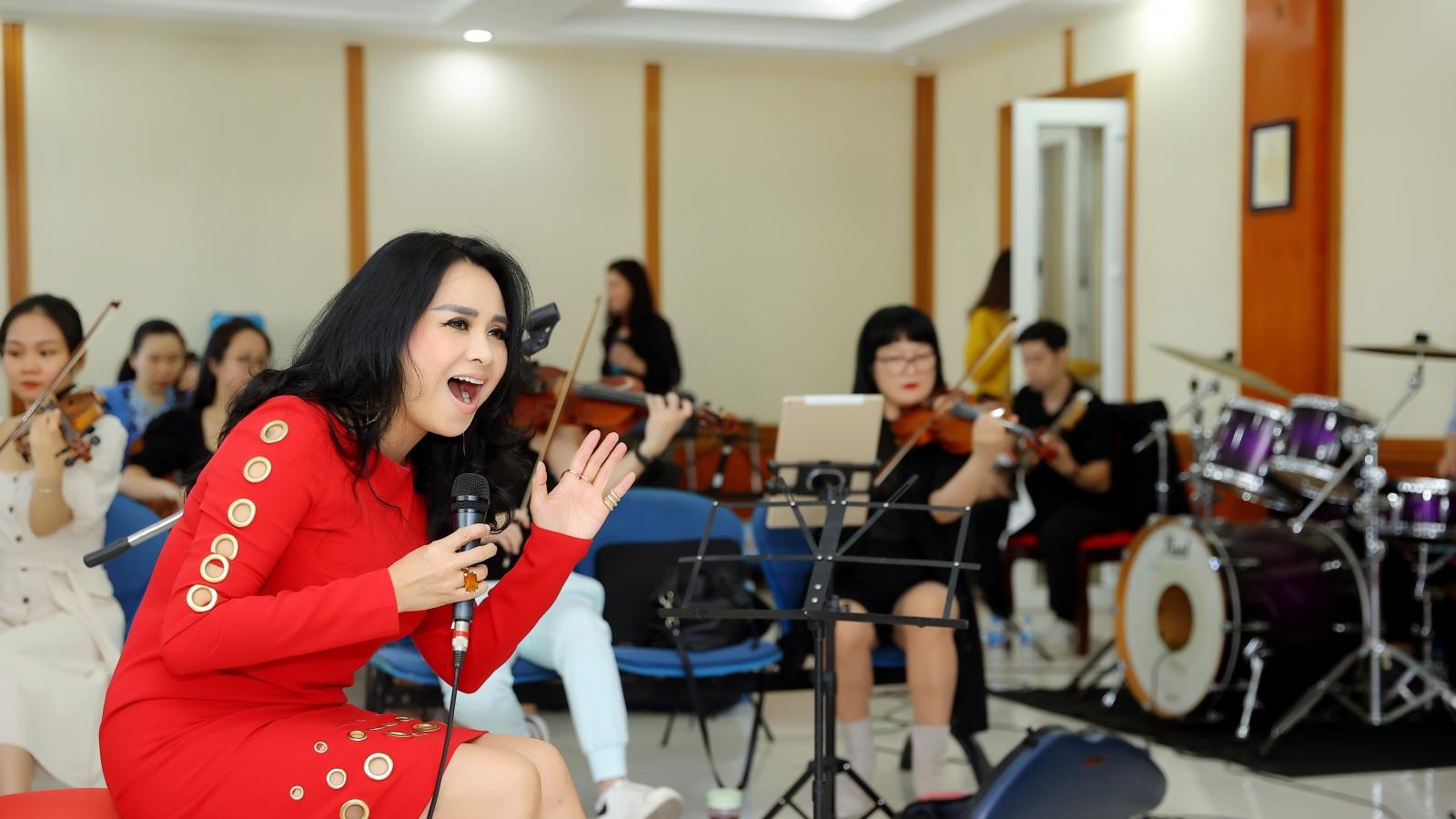 """Con rể làm khách mời đặc biệt trong chương trình """"Con đường âm nhạc"""" của diva Thanh Lam"""