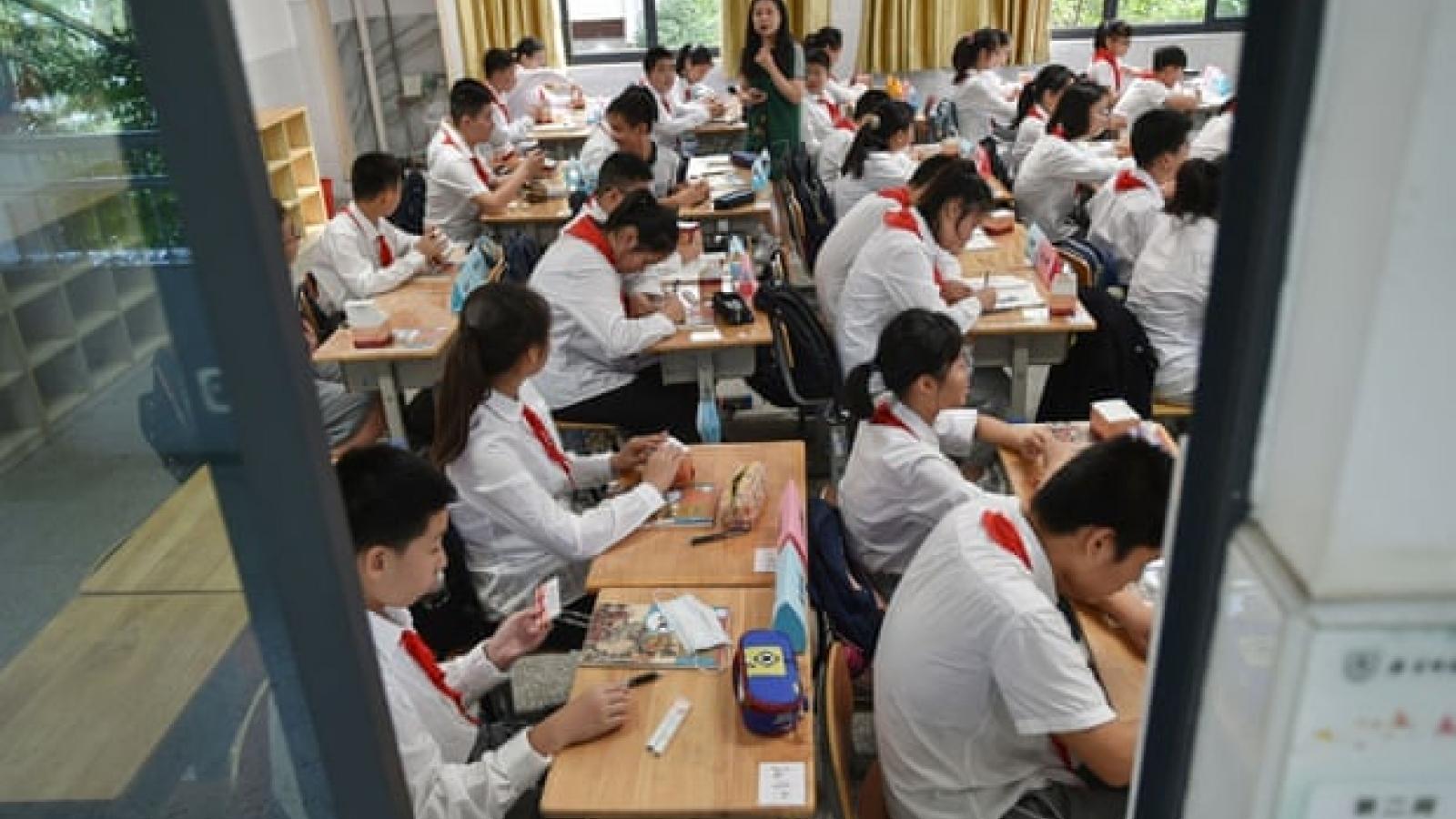 Trung Quốc thông qua luật giáo dục giảm áp lực bài tập về nhà cho học sinh