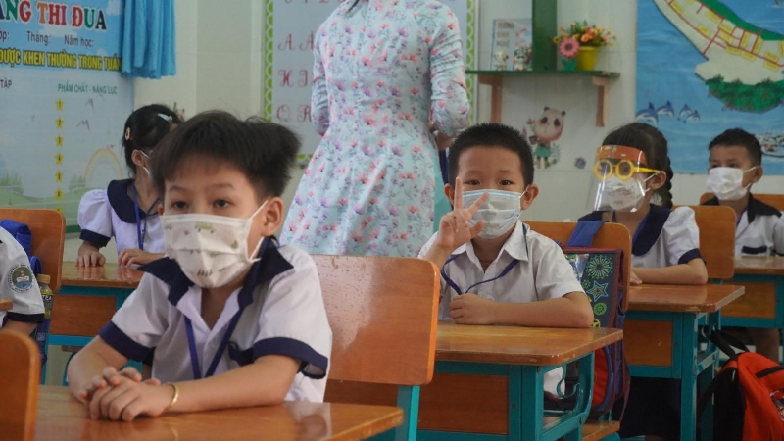 Học sinh tại xã đảo Thạnh An (TP.HCM) hào hứng trở lại trường học