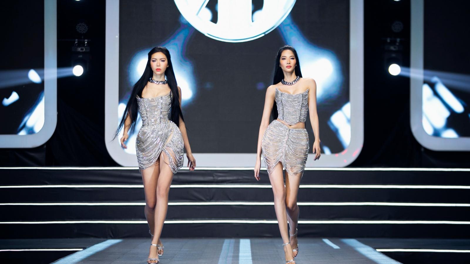 Minh Tú – Hoàng Thuỳ lần đầu cùng sải bước trong show diễn thời trang
