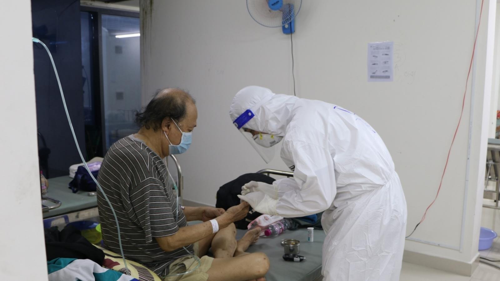 """Tình nguyện viên F0: """"Thấy bác sĩ mang vác chỉ mong khỏi bệnh để giúp"""""""