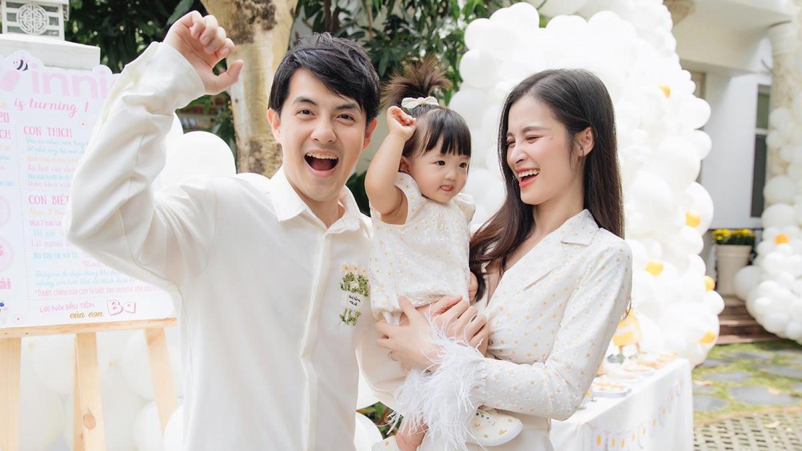 """Chuyện showbiz: Con gái Đông Nhi """"đốn tim"""" fan với loạt ảnh dễ thương trong tiệc sinh nhật"""