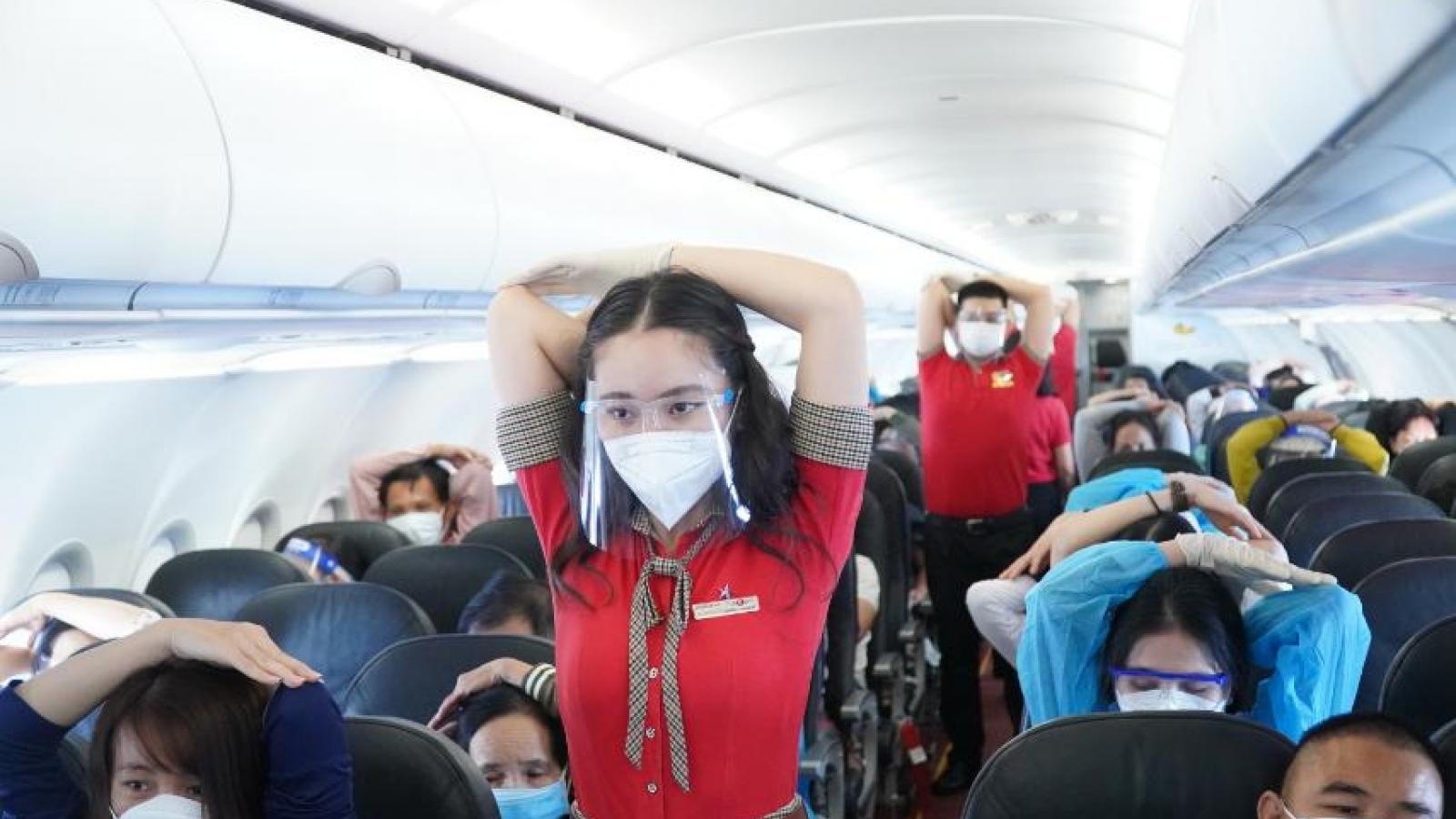 Đường bay nối lại trong sự hân hoan của người dân về một phương tiện an toàn