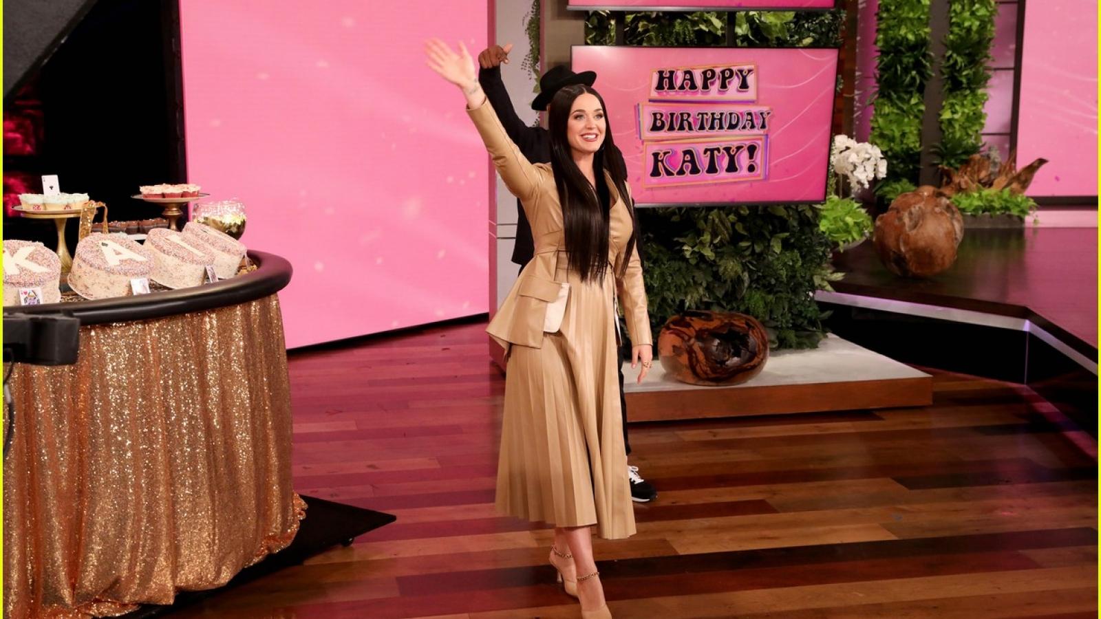 """Katy Perry tái xuất xinh đẹp trong """"The Ellen DeGeneres Show"""""""