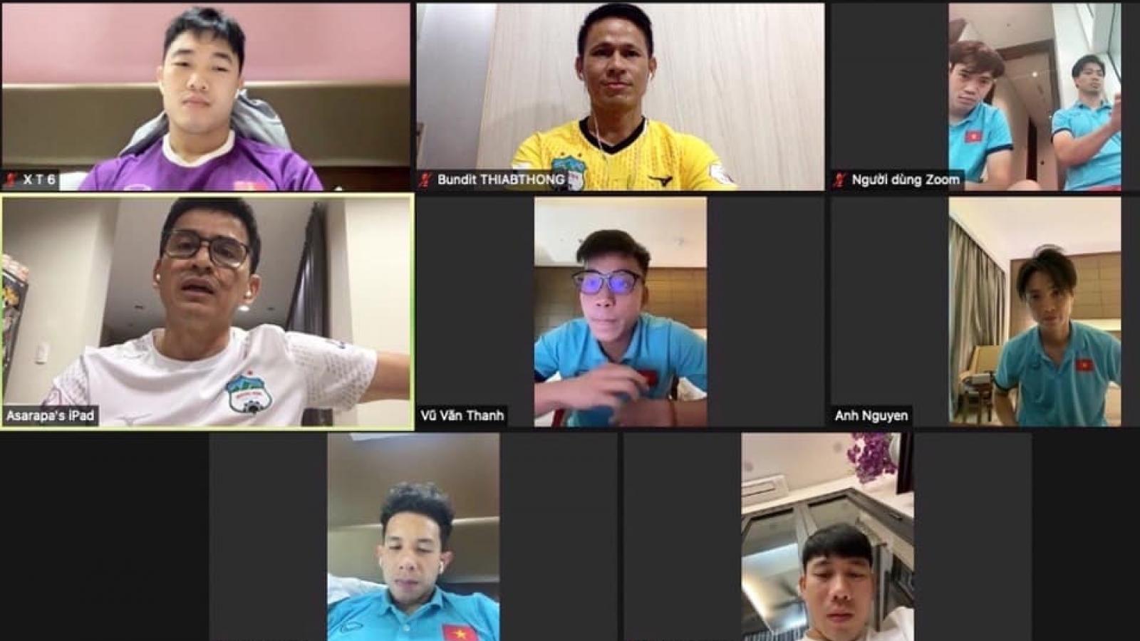 HLV Kiatisuk cổ vũ Công Phượng và đồng đội trước trận gặp ĐT Trung Quốc