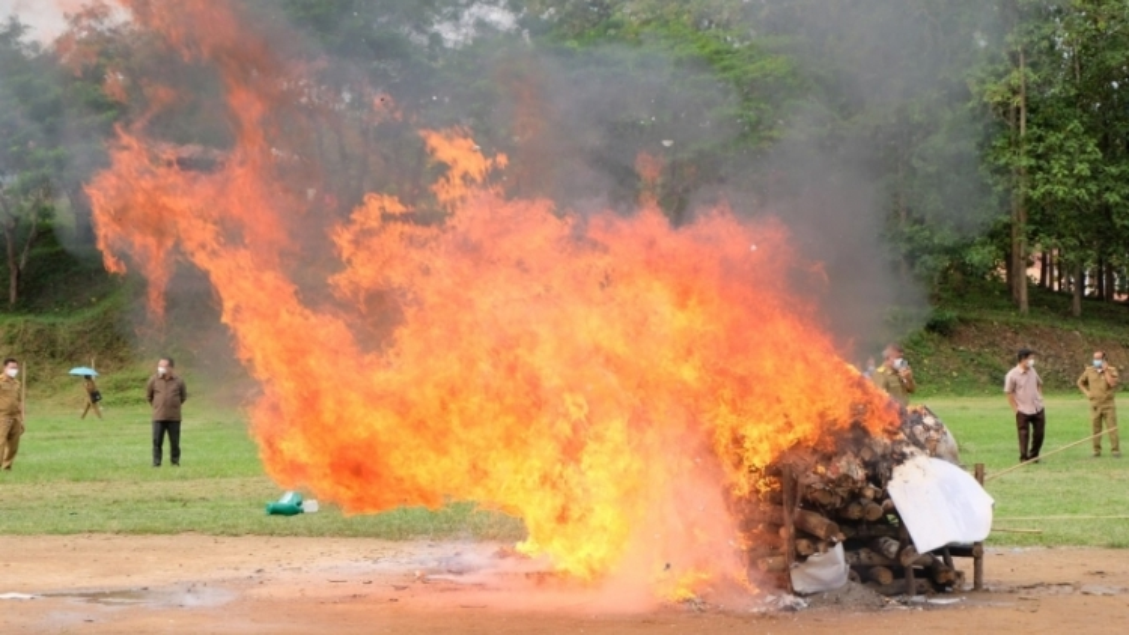 Nhiều tỉnh của Lào tiêu hủy số lượng lớn ma túy
