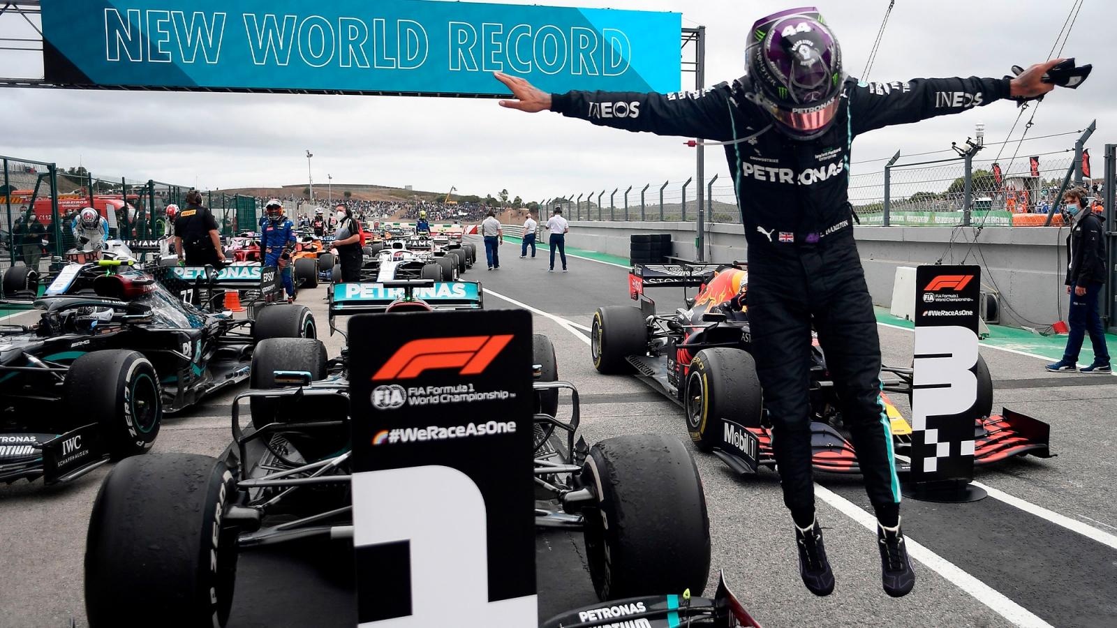 Ngày này năm xưa: Lewis Hamilton đi vào lịch sử F1