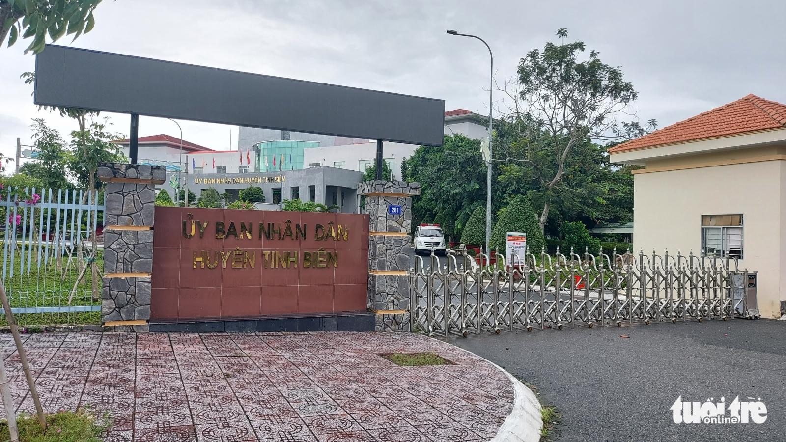 Kỷ luật cảnh cáo phó chủ tịch UBND huyện vi phạm quy định phòng, chống dịch