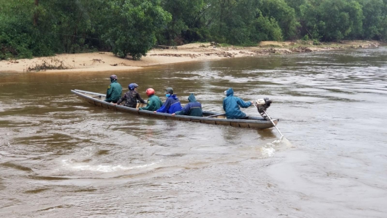 Đi xe máy rơi xuống sông, bố tử nạn, con trai 7 tuổi mất tích
