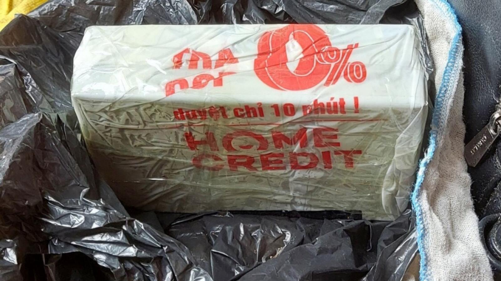 Cao Bằng bắt giữ một phụ nữ đang vận chuyển 2 bánh heroin qua biên giới
