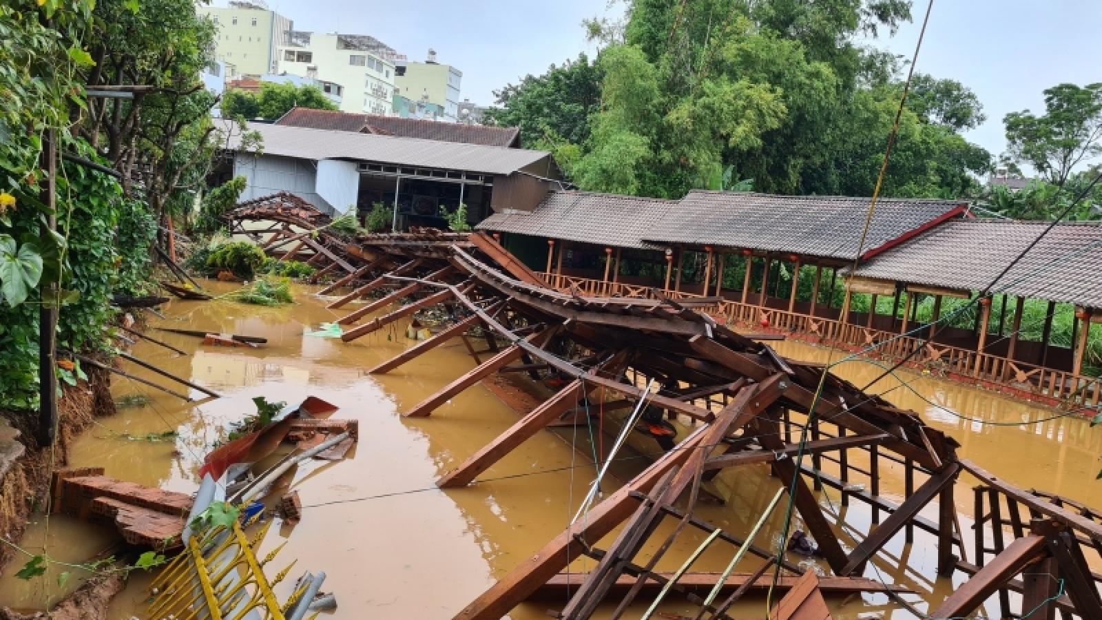 TP Pleiku ngập lụt cục bộ, nhiều tài sản của dân bị hư hại