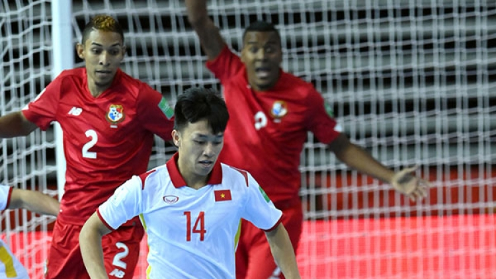Van Hieu wins Goal of the Tournament at FIFA Futsal World Cup