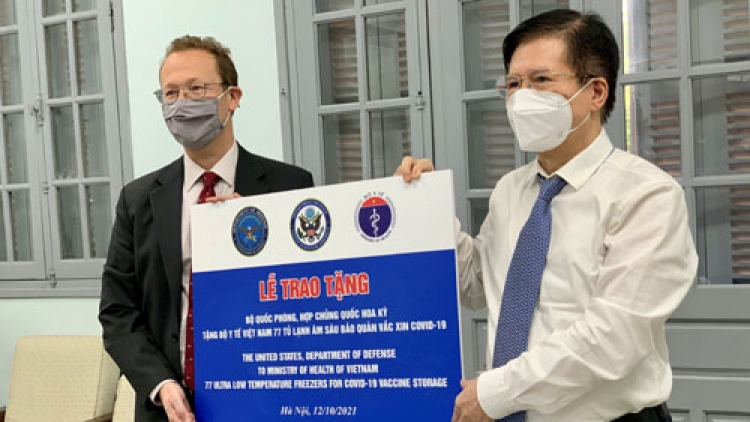Vietnam receives 36 ultra-low temperature freezers from the US