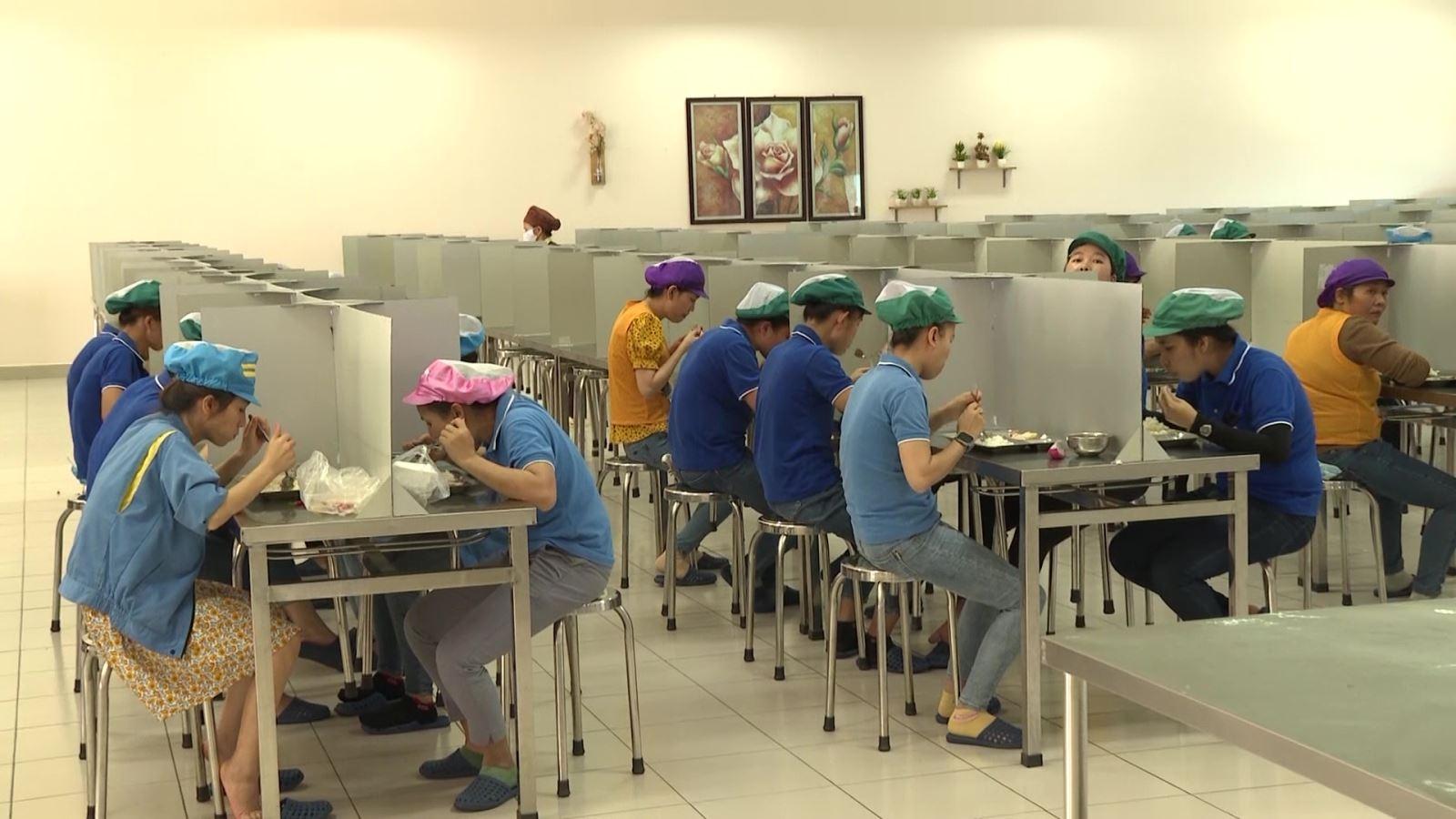 Chạy dịch về quê, người lao động ở Quảng Ngãi tìm được việc ở địa phương
