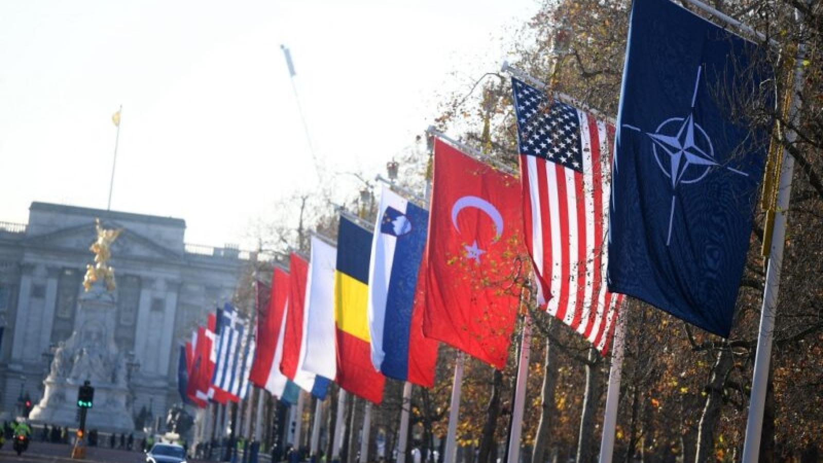 """Căng thẳng ngoại giao Nga – NATO """"làm khó"""" nỗ lực của Biden đối phó với Trung Quốc"""