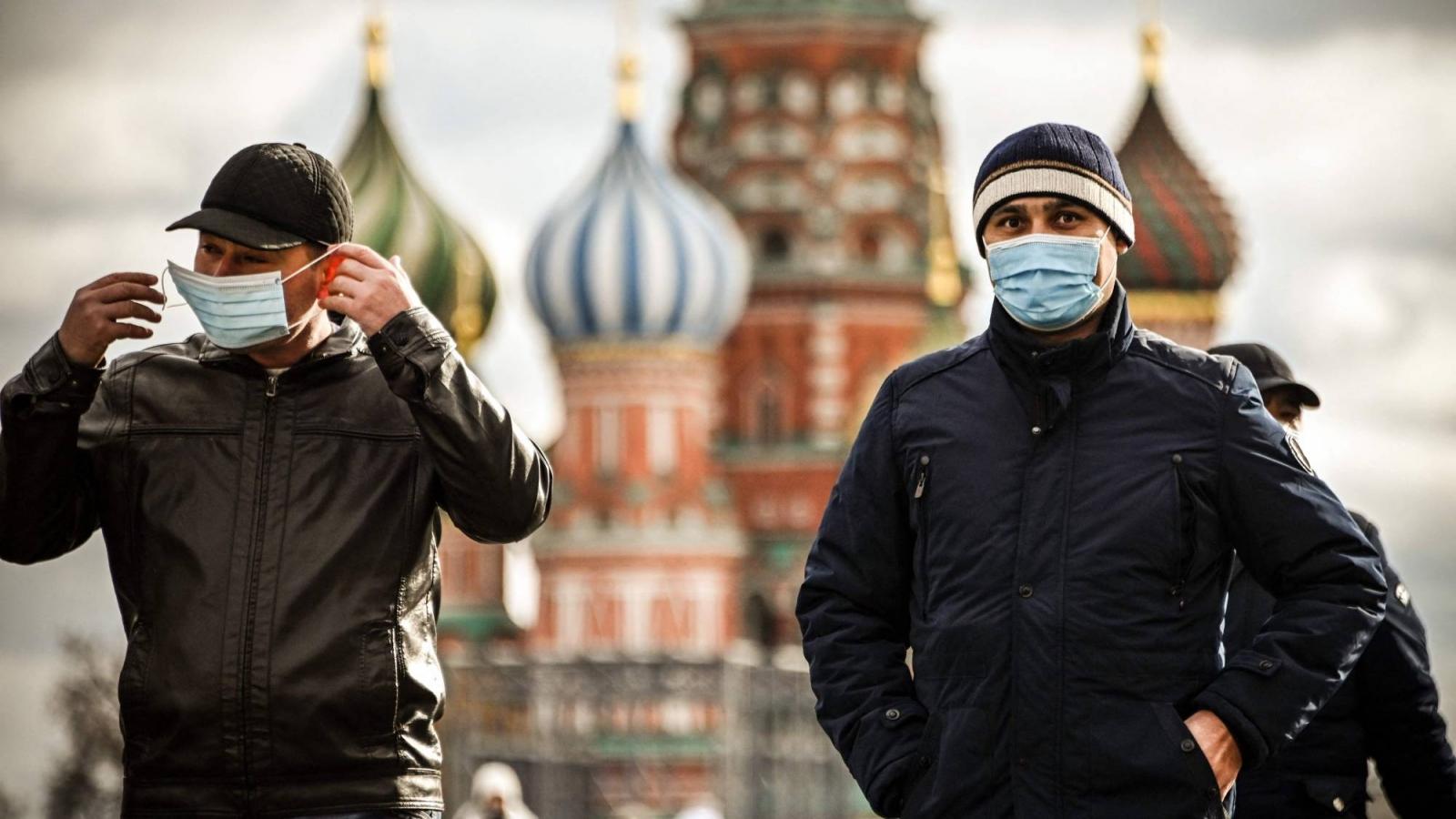 Moscow tái áp đặt biện pháp nghiêm ngặt kiểm soát đà lây nhiễm COVID-19