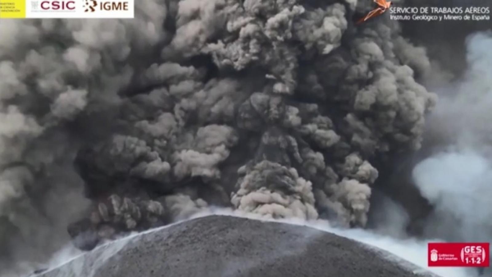 Video: Núi lửa phun trào dữ dội nhìn từ UAV trên không