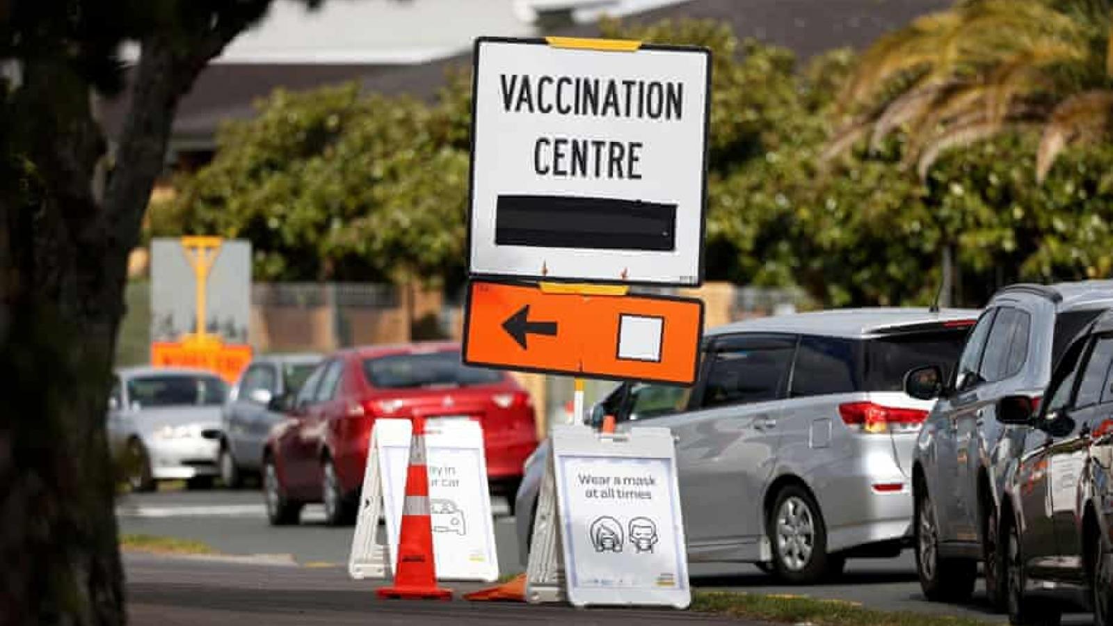 New Zealand đặt mục tiêu tiêm chủng 90% dân số để chấm dứt phong tỏa