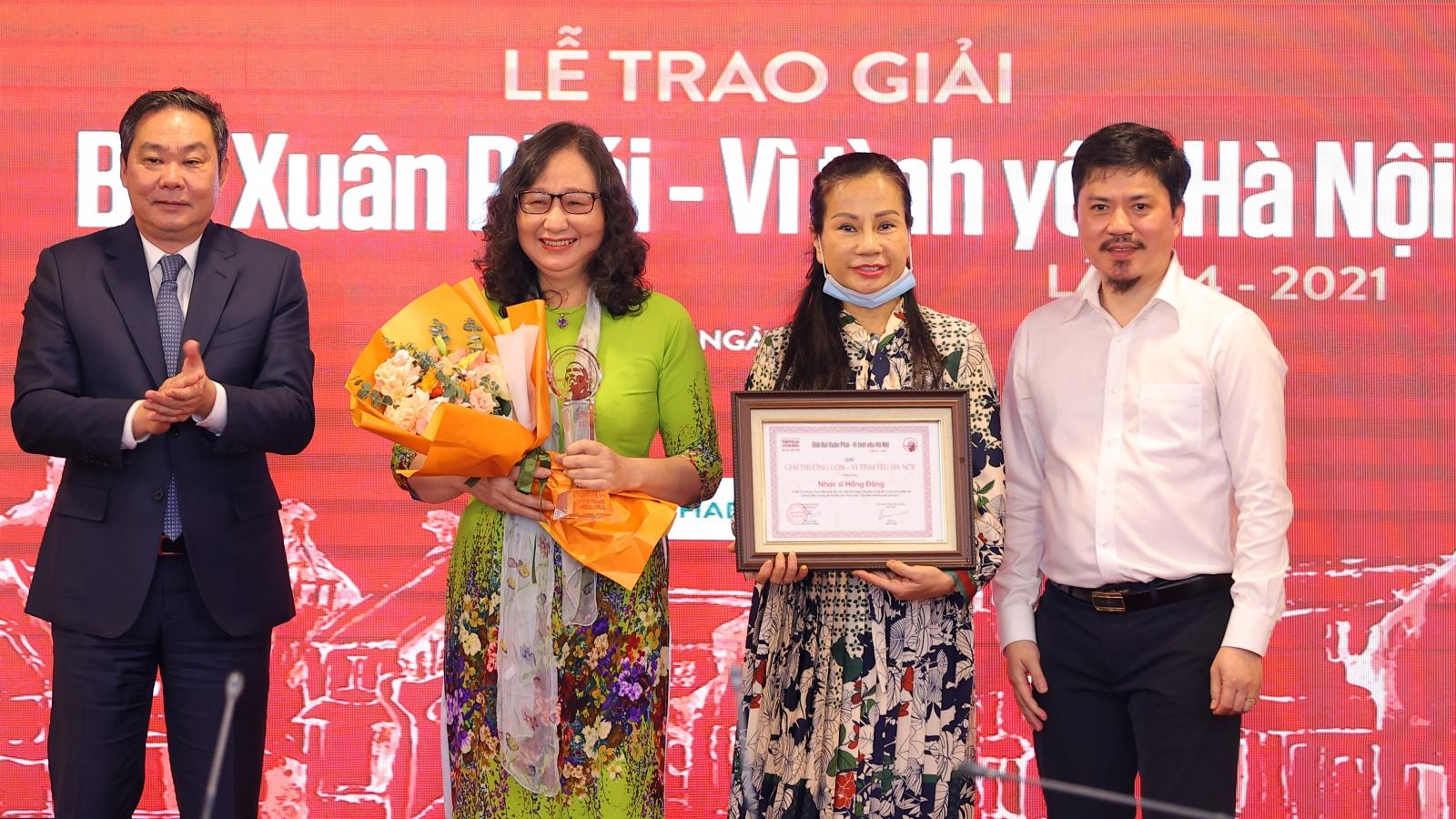 Nhạc sĩ Hồng Đăng nhận Giải thưởng Lớn - Vì tình yêu Hà Nội 2021