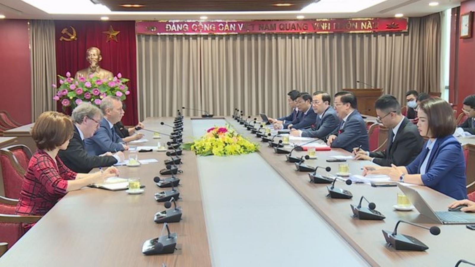 Hanoi's Party official hosts ambassadors of EU, UK