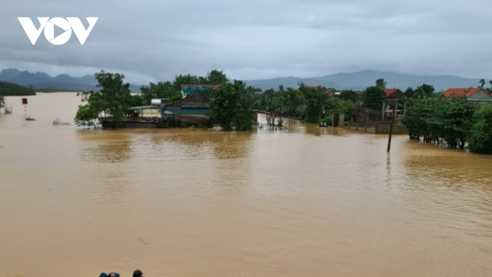 Ứng phó mưa lũ từ Quảng Bình đến Bình Định
