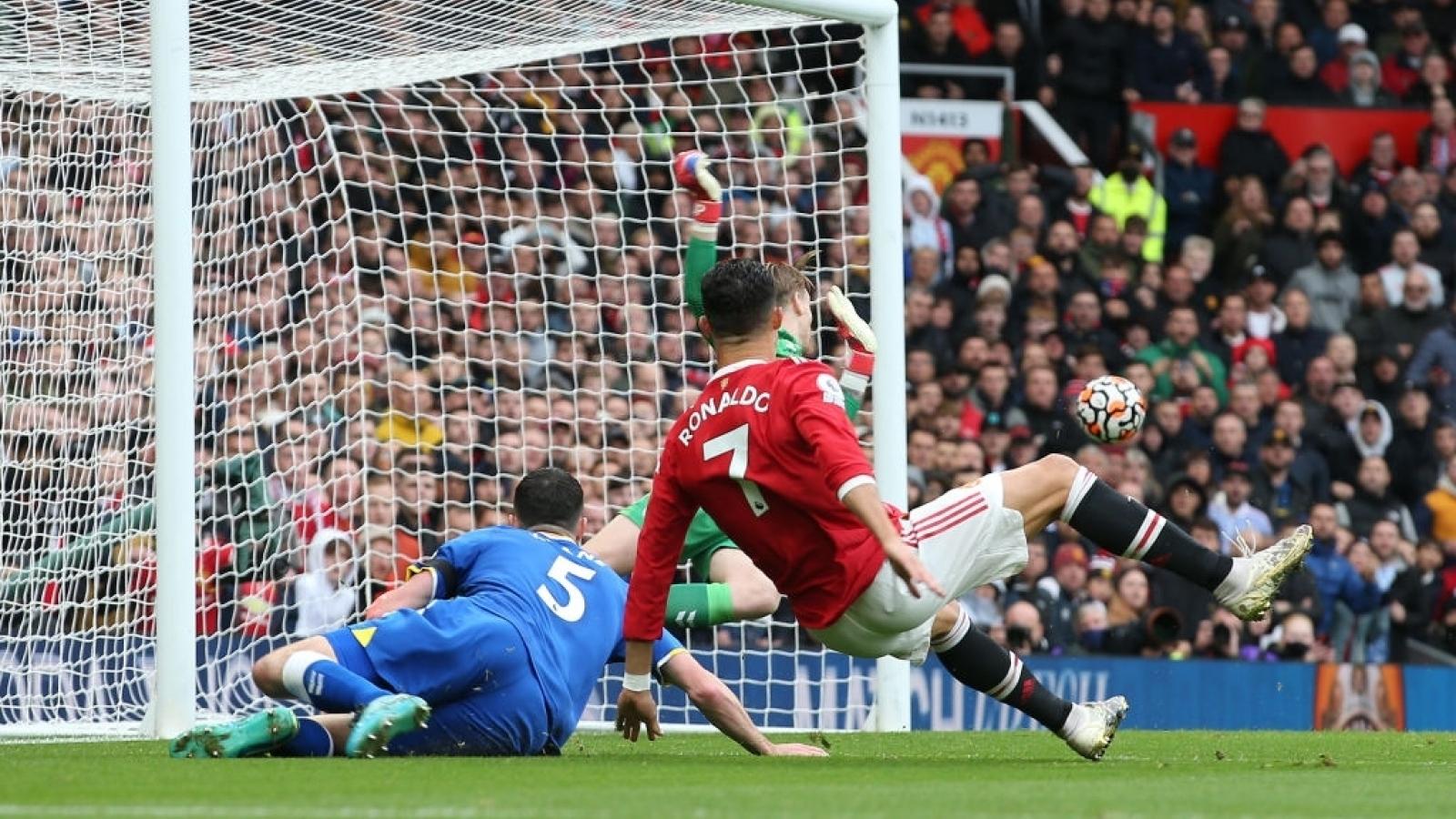 """Chấm điểm MU 1-1 Everton: """"Ronaldo thật"""" lu mờ trước """"Ronaldo fake"""""""