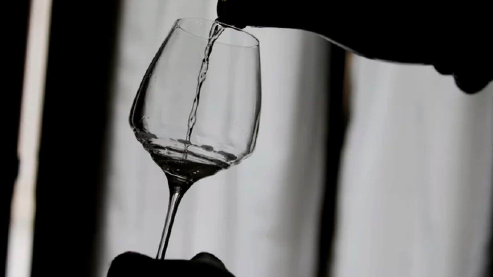 Ngộ độc rượu khiến 26 người Nga tử vong