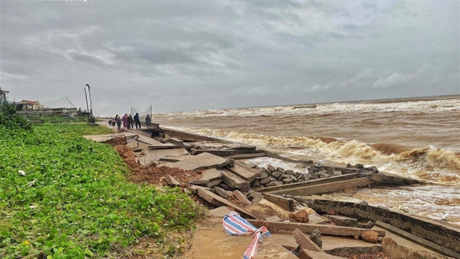 Hệ thống kè ven biển trăm tỷ ở Quảng Bình tan hoang giữa mùa mưa lũ