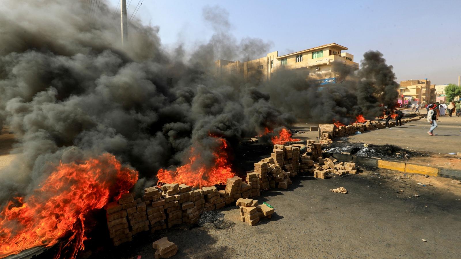 Quân đội Sudan giải tán Chính phủ, tuyên bố tình trạng khẩn cấp toàn quốc