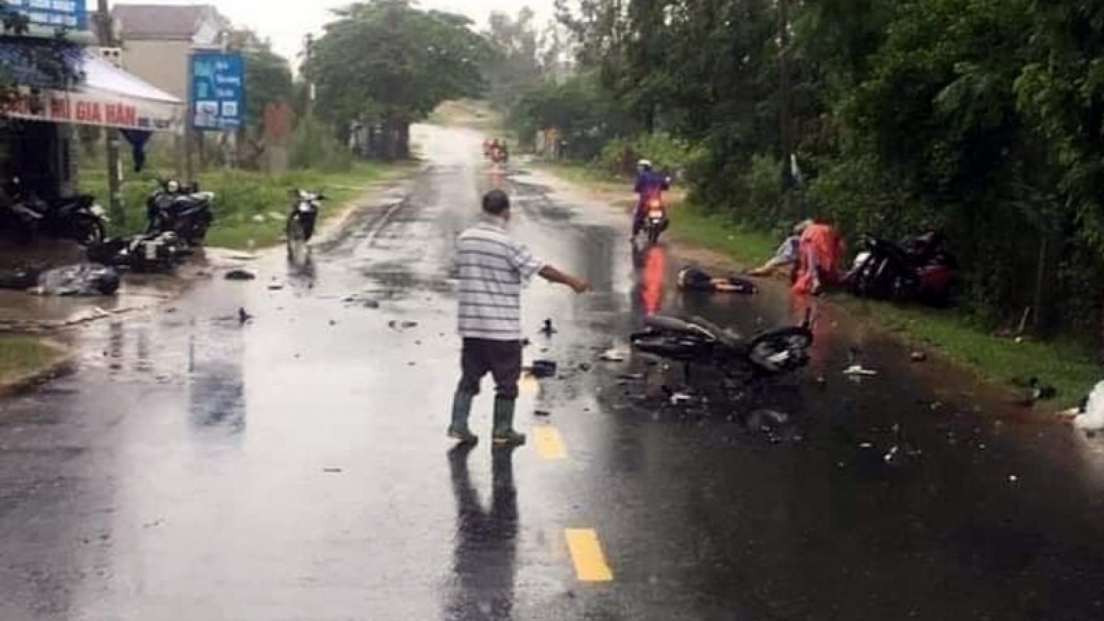 3 xe máy tông nhau làm 3 người tử vong