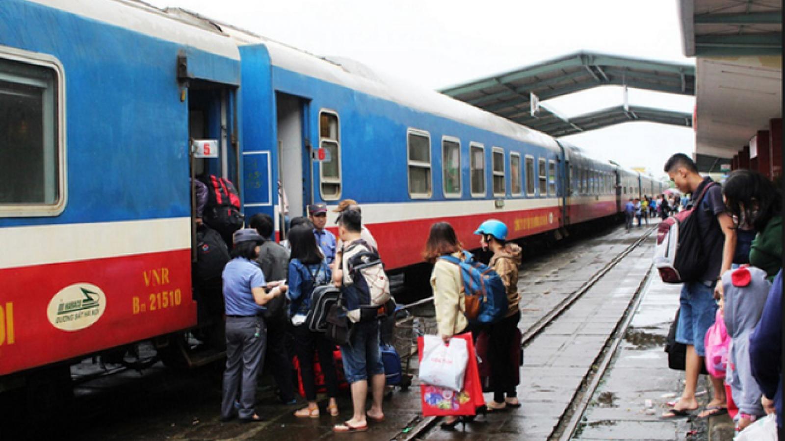 Hành khách đi tàu đông, ngành đường sắt kiến nghị tăng chuyến
