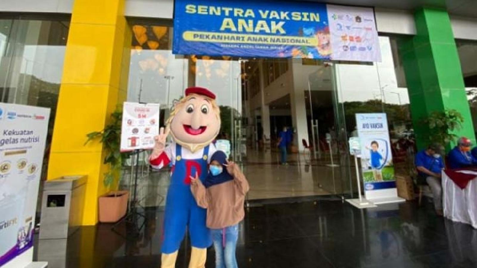 Dịch Covid-19 giảm, Indonesia cho phép trẻ em tới các điểm vui chơi