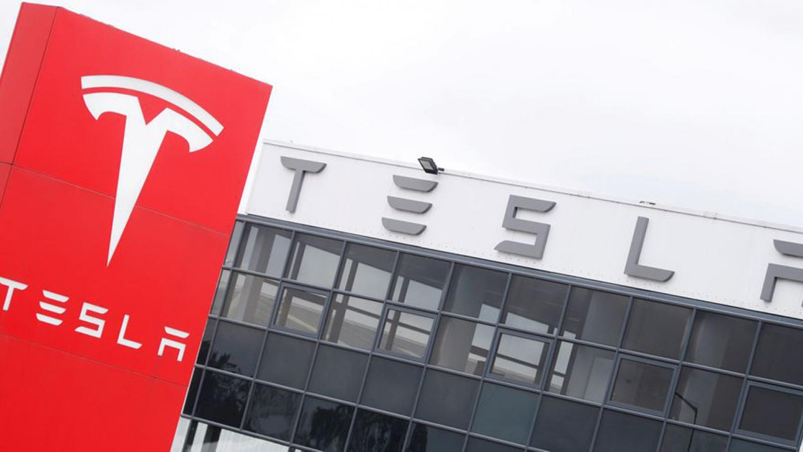 Cổ phiếu tăng vọt, Tesla cán mốc vốn hoá 1.000 tỷ USD