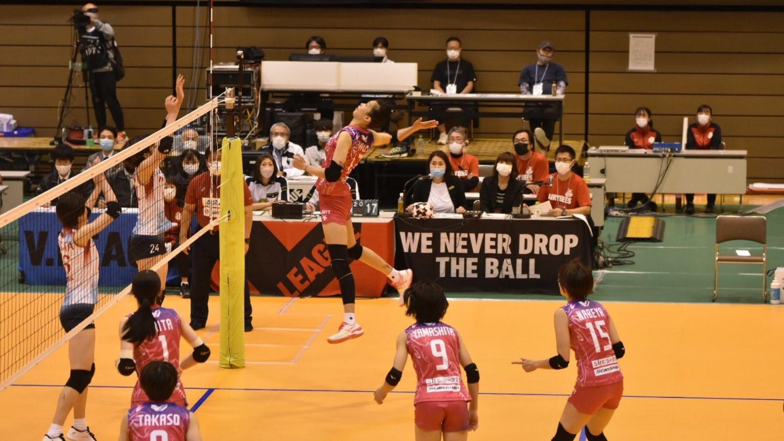 VĐV bóng chuyền Thanh Thúy tỏa sáng ở Nhật Bản
