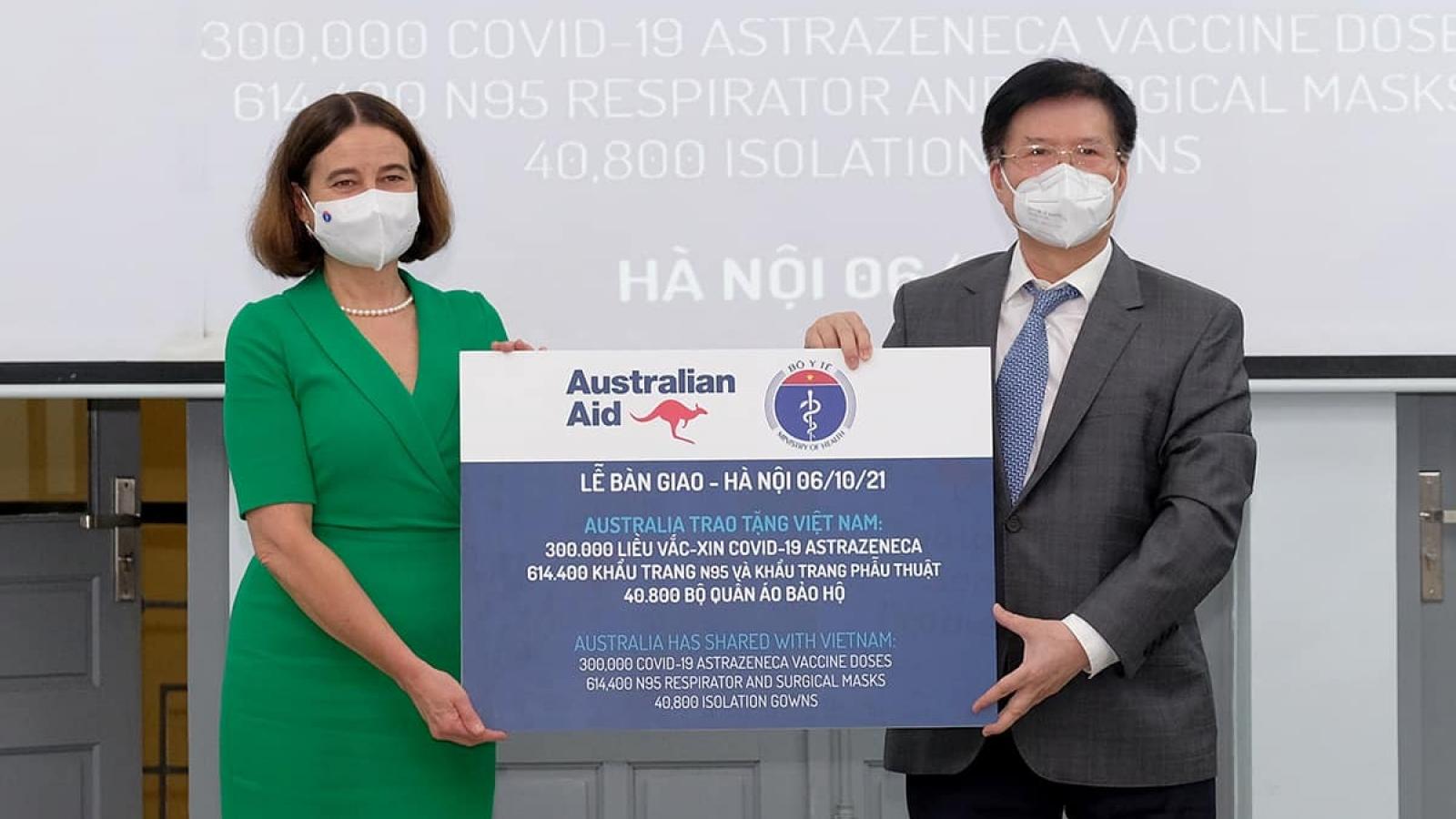 Bộ Y tế tiếp nhận thêm 300.000 liều vaccine COVID-19 từ Australia
