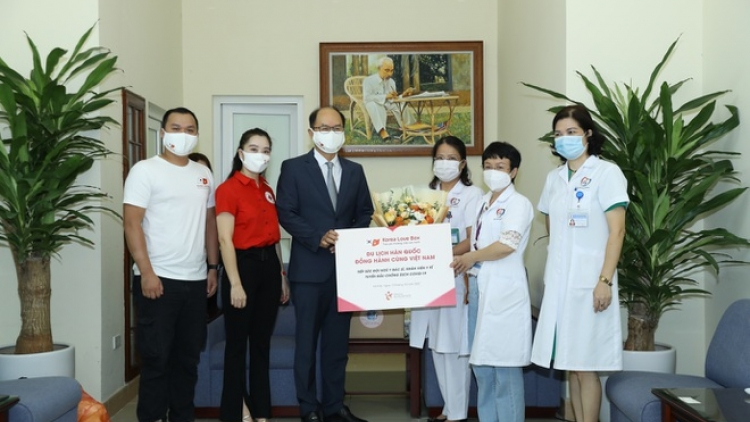 RoK KTO presents gifts to Vietnamese frontline workers