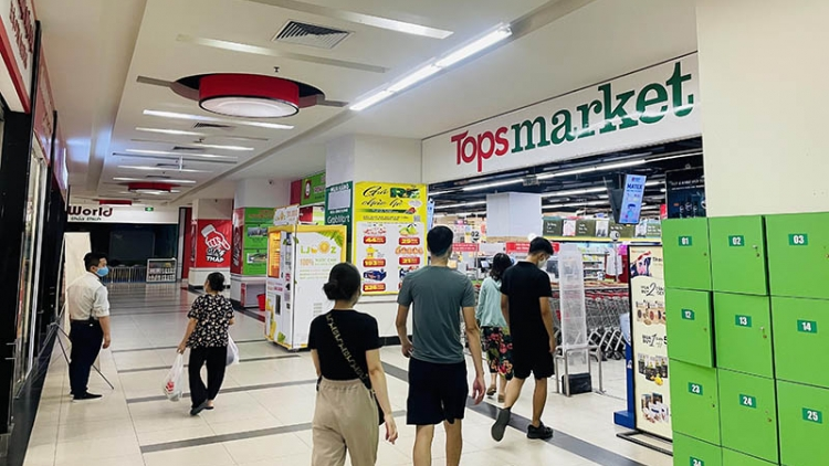 First Tops Market makes debut in Hanoi