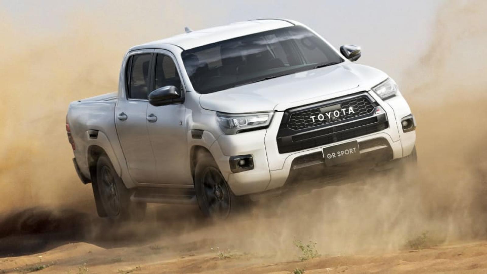 Cận cảnh Toyota Hilux GR Sport 2022 vừa ra mắt