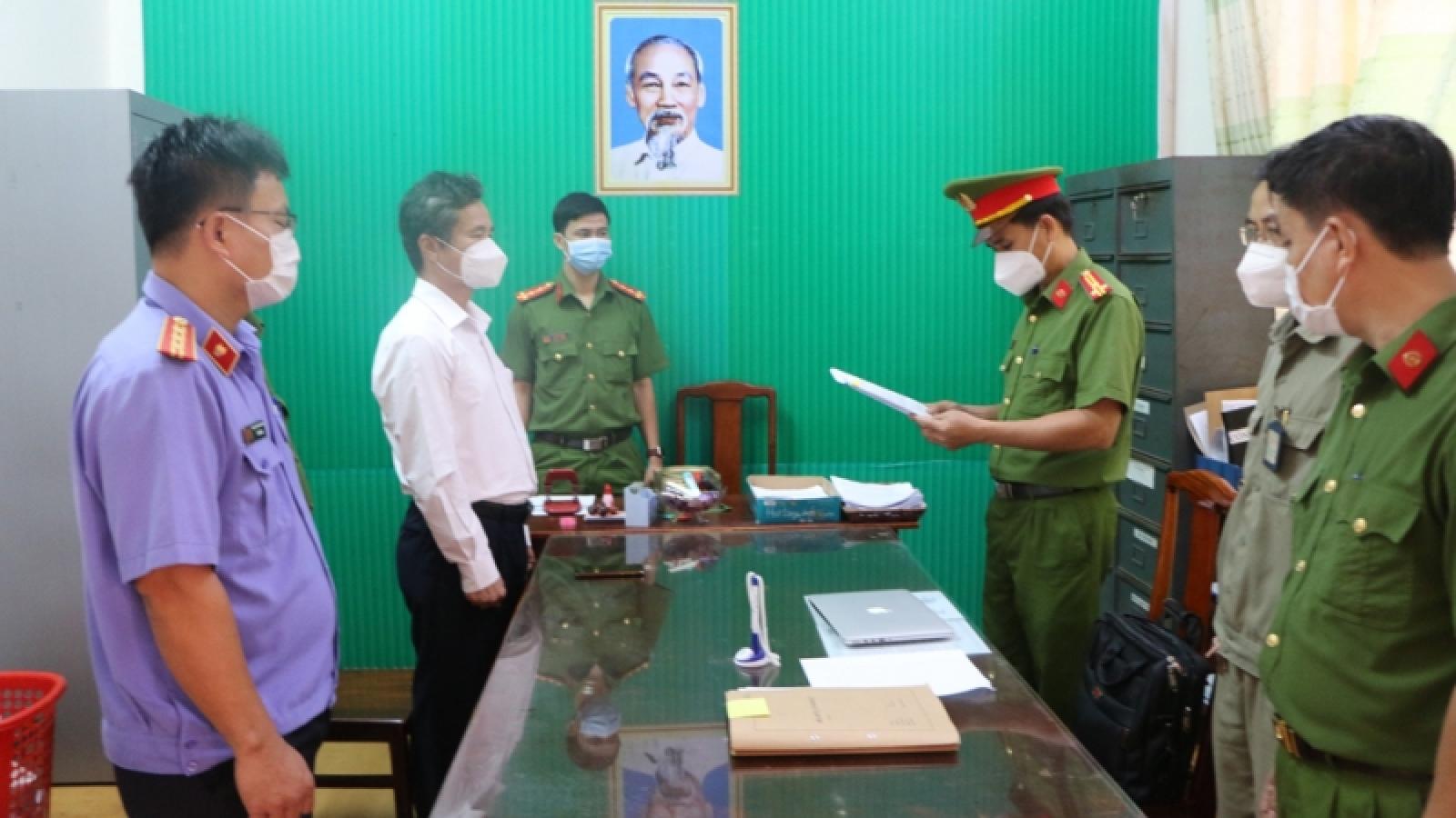 Bắt giám đốc, nguyên giám đốc Trung tâm giáo dục thường xuyên tỉnh Bình Phước