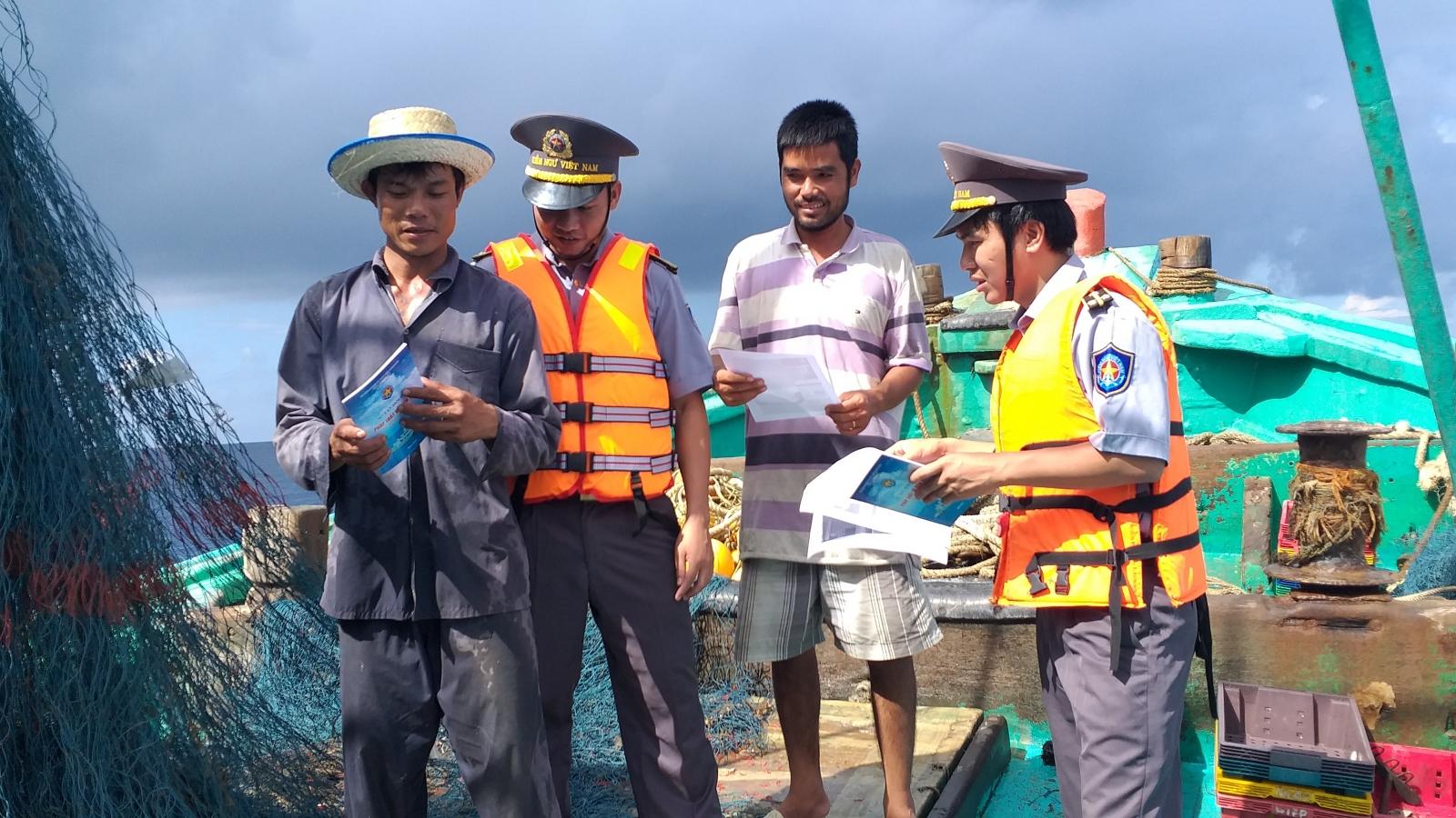 Chi đội Kiểm ngư số 2 nỗ lực chống đánh bắt bất hợp pháp ở vùng biển giáp ranh