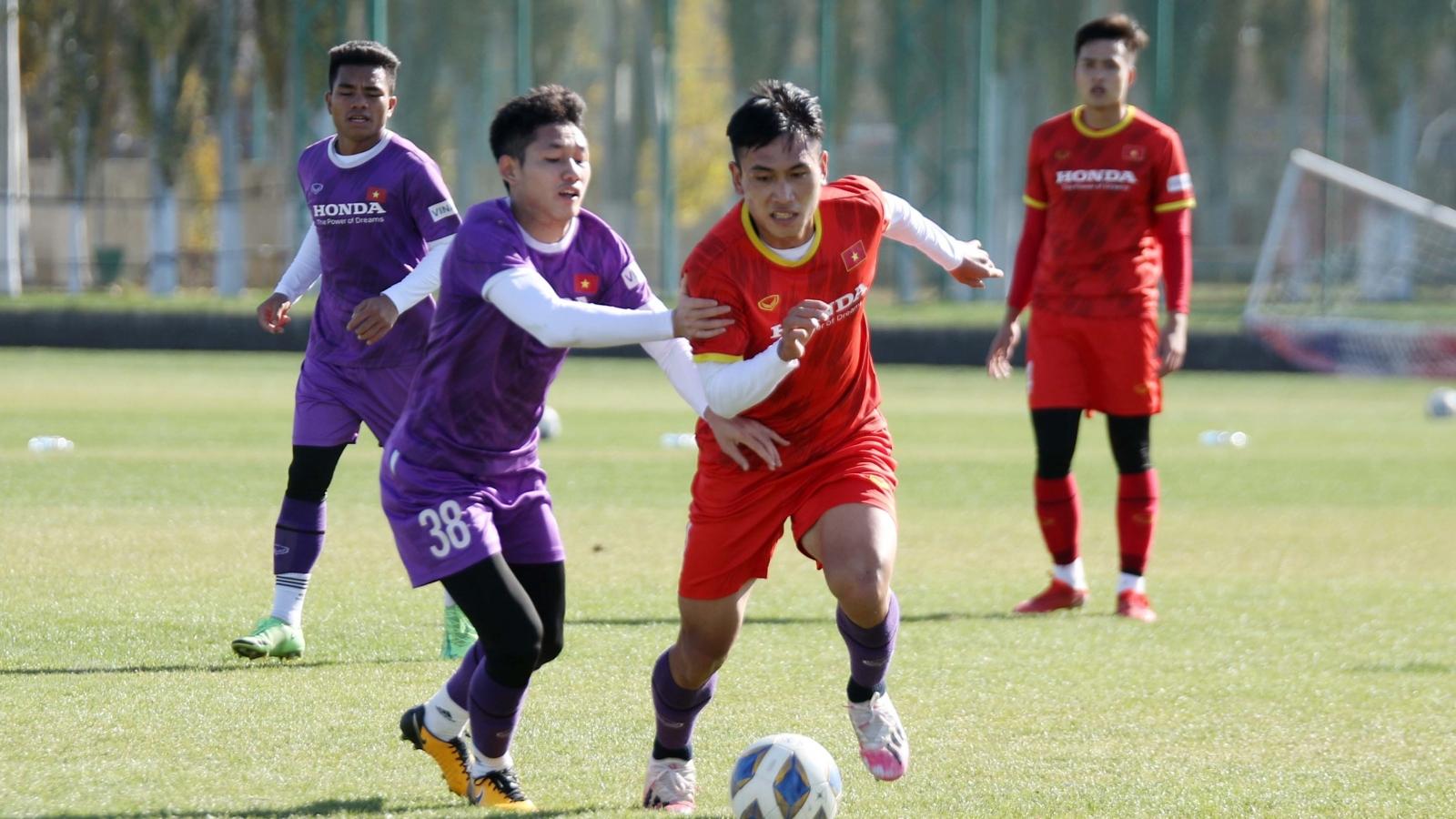 Lê Văn Xuân lập siêu phẩm trong trận đấu tập của U23 Việt Nam