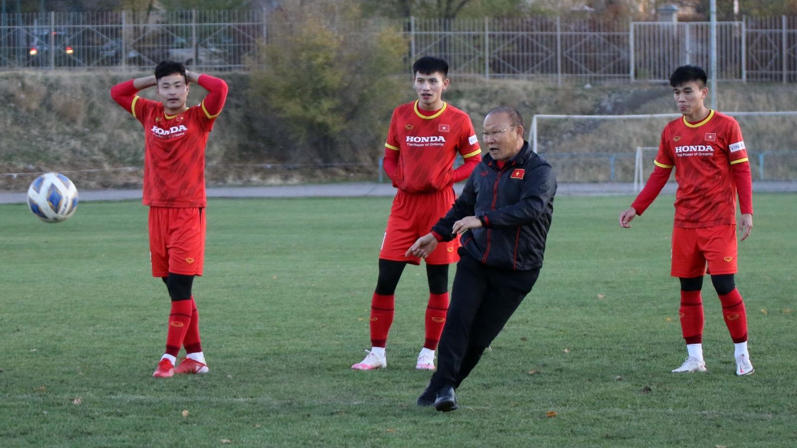 HLV Park Hang Seo thi sút xà ngang với dàn cầu thủ U23 Việt Nam