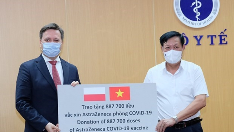 Vietnam receives nearly 2 million doses of COVID-19 vaccine donated by Poland, RoK