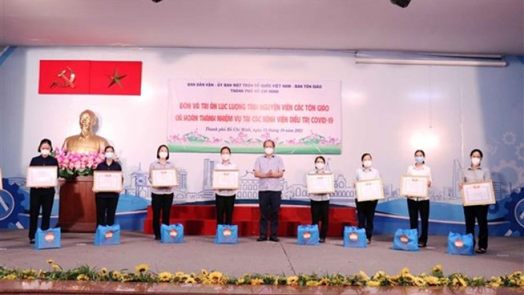 HCM City honours religious volunteers supporting COVID-19 fight