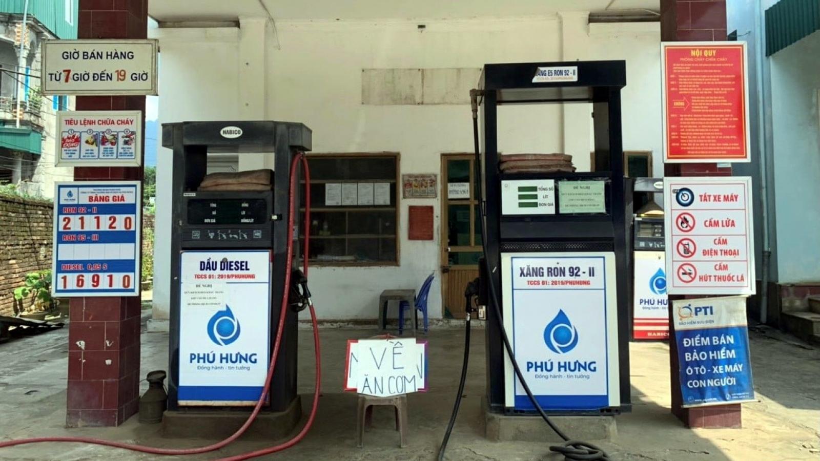 """Cửa hàng xăng dầu bị phạt 10 triệu đồng vì đặt biển """"về ăn cơm"""""""