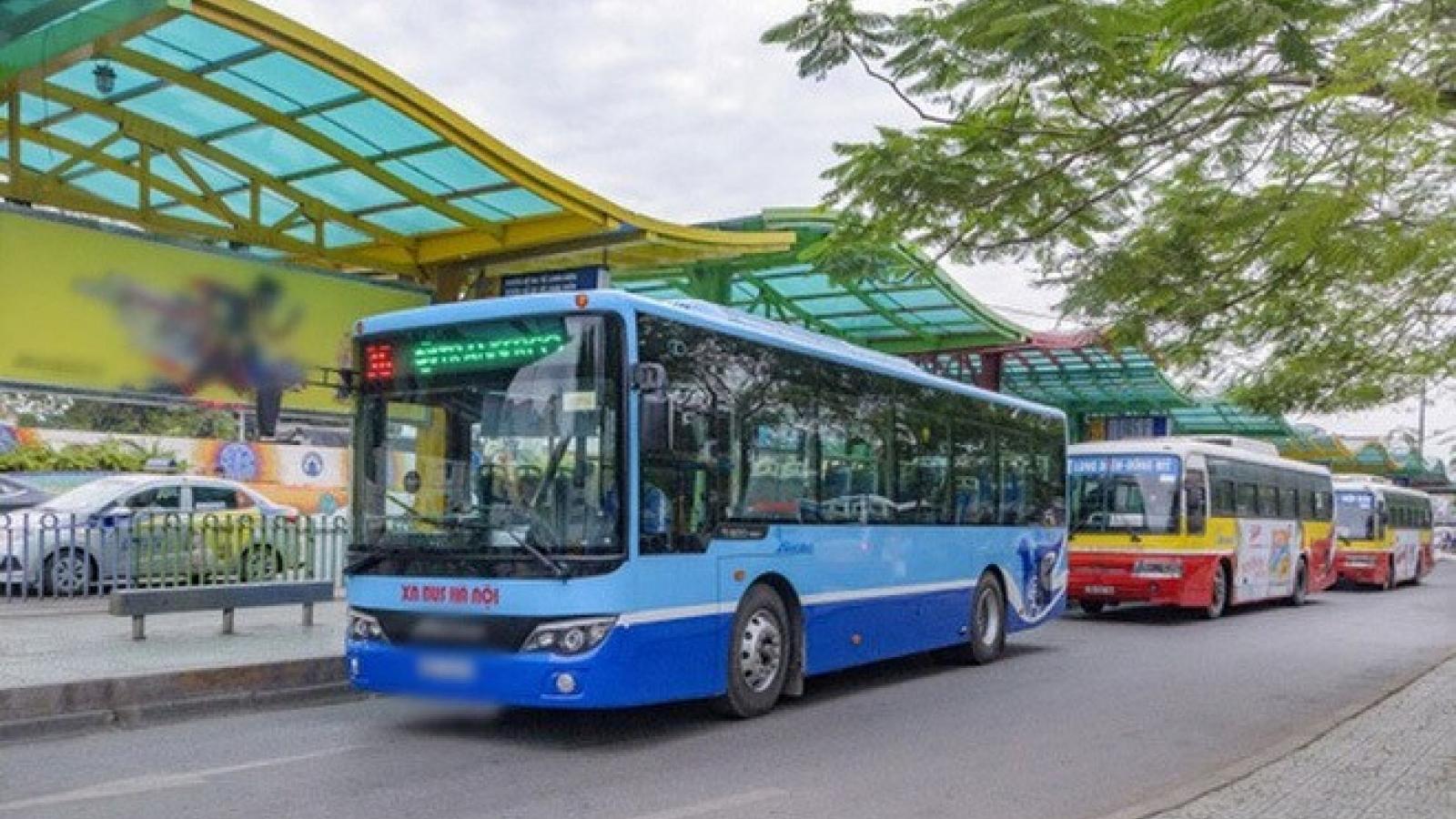 Hà Nội cho phép xe buýt, taxi hoạt động trở lại, quán ăn được phục vụ tại chỗ